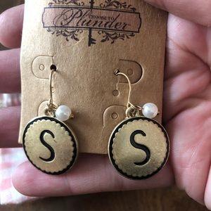 "Plunder ""S"" earrings"